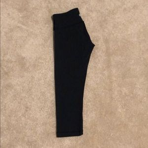 Lululemon black cropped workout legging